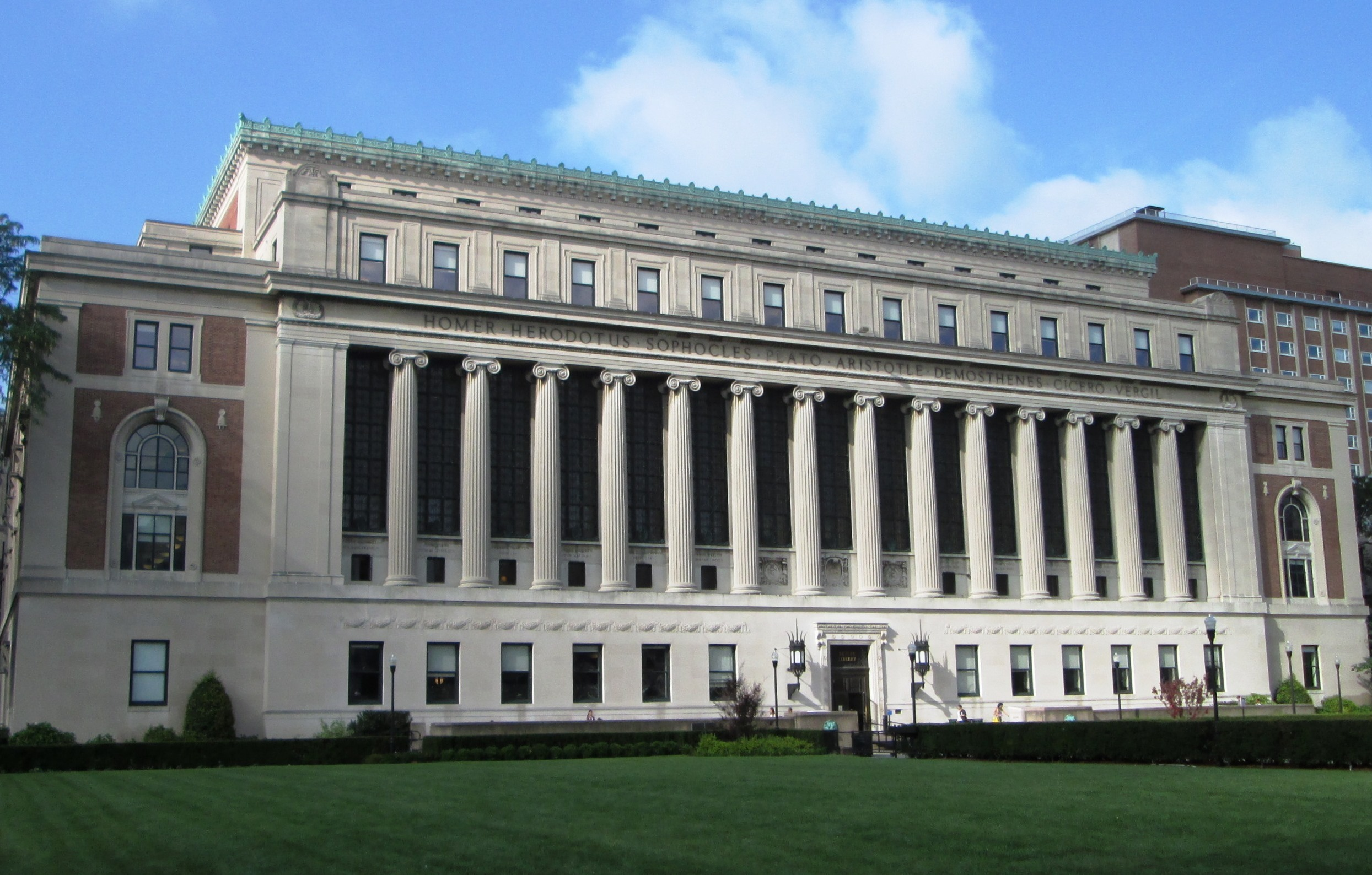2014_Columbia_University_Butler_Library_from_east
